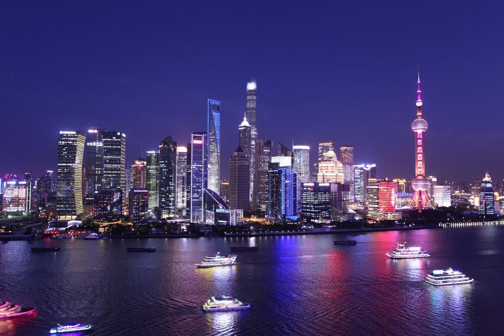 Bến Thượng Hải nổi tiếng với vẻ đẹp hiện đại.