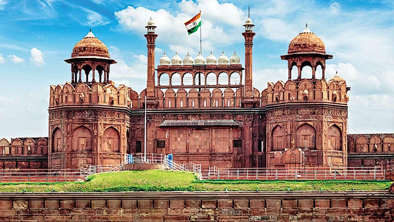 Pháo đài đỏ là một trong những điểm tham quan hết sức thu hút của New Delhi, Ấn Độ. Visa Châu Á Liên Lục Bảo.