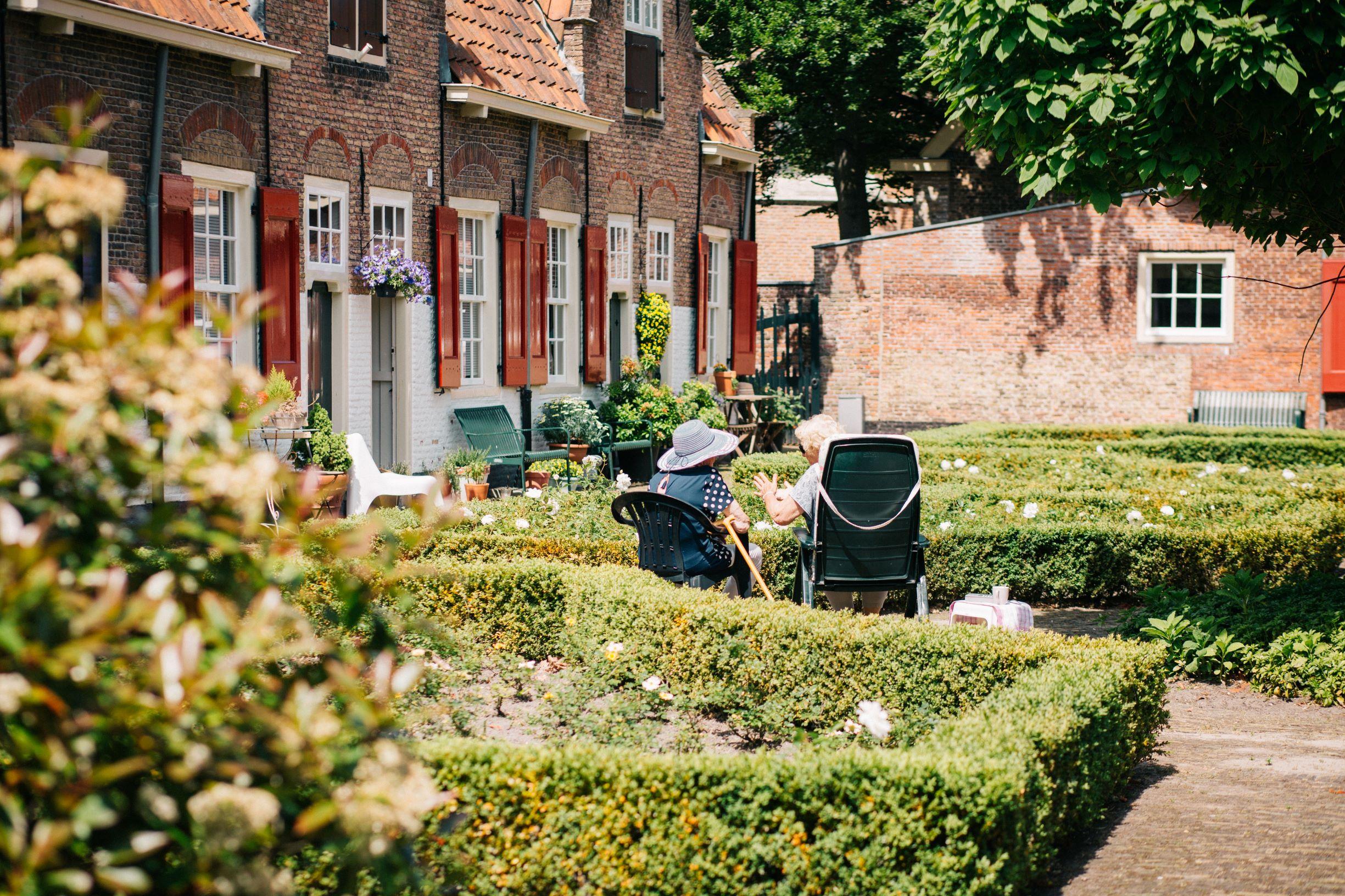 Hồ sơ xin visa Hà Lan để thăm thân đòi hỏi phải có thư mời.
