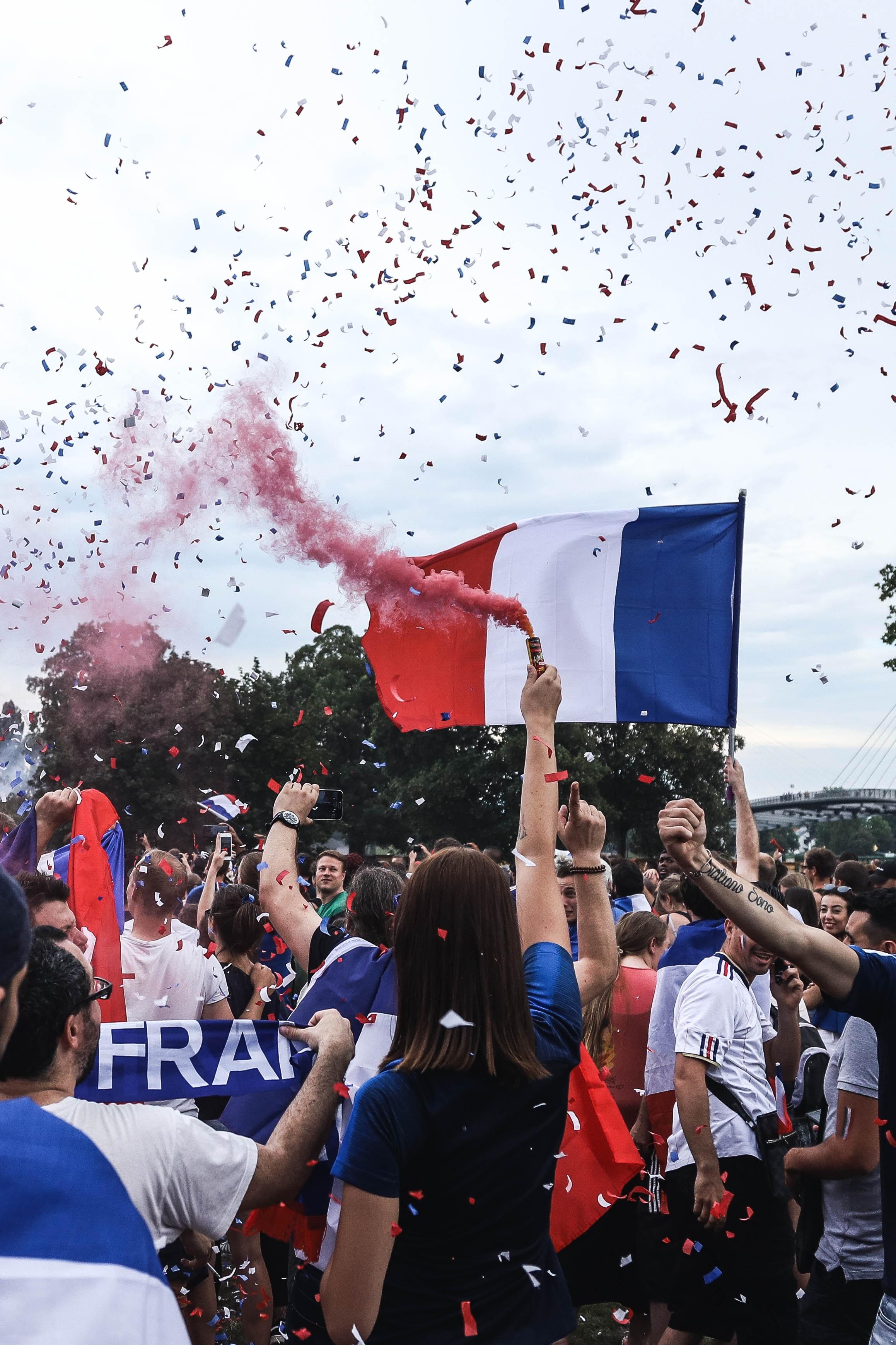 Du lịch tại Pháp có cần xin Visa không?
