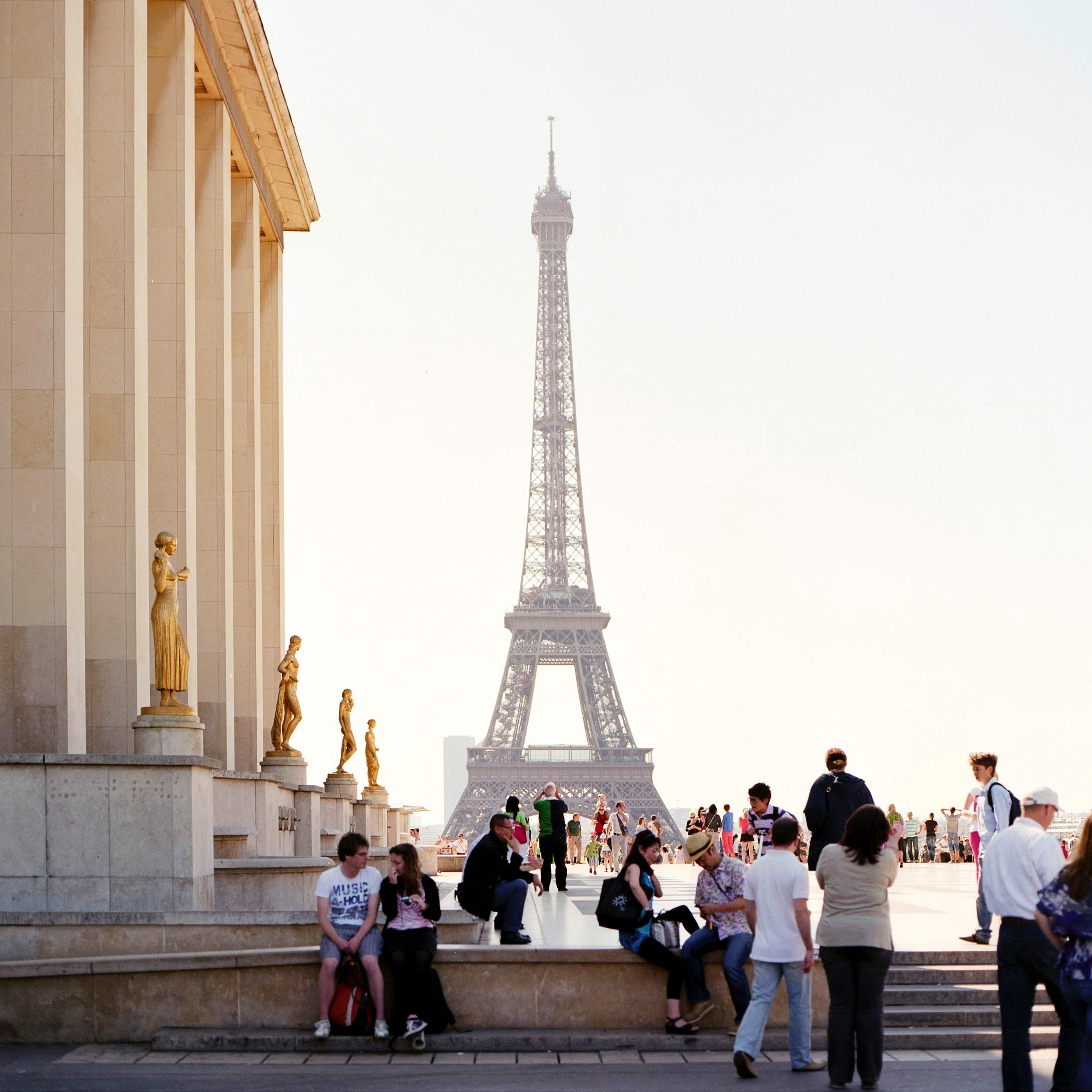 Chuẩn bị dịch thuật và sao y những hồ sơ cần thiết để xin Visa Pháp