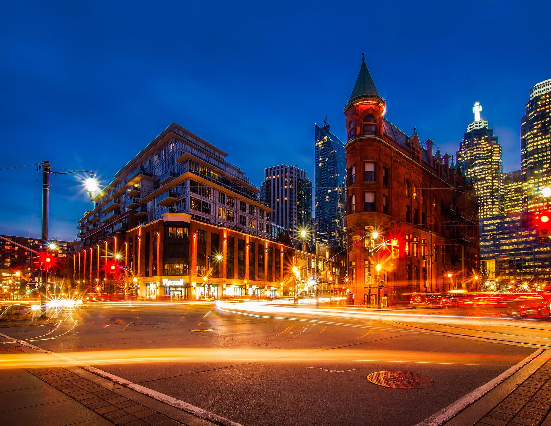 Toronto là thủ đô của Canada.